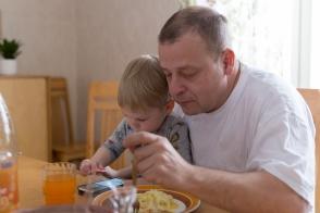 Sylissä - On dad's lap